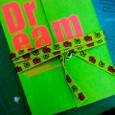 蛍光グリーンのノート